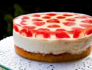 Как красиво украсить торт с помощью жиле?
