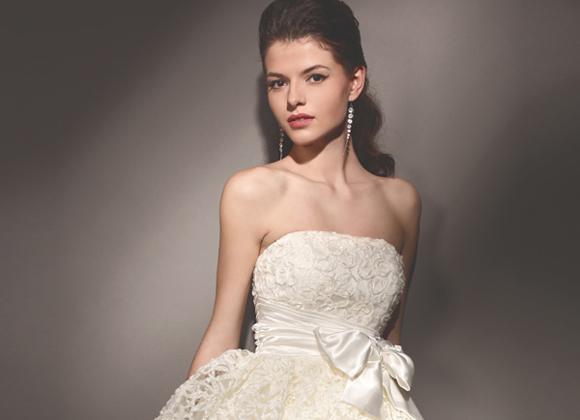 Какие девушки должны обратить внимание на короткое свадебное платье?