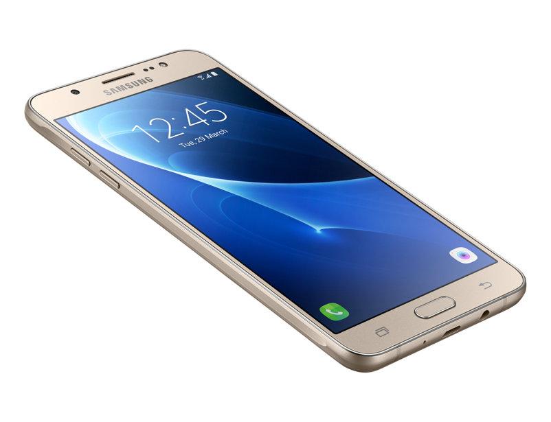 Какими характеристиками отличается Samsung Galaxy j7