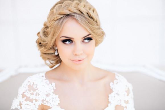 Прическа и макияж на свадьбу благодаря обученному стилисту по лучшей цене