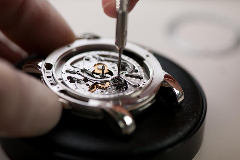 Как правильно ухаживать за механическими наручными часами?