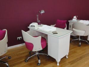 Особенности маникюрных столов
