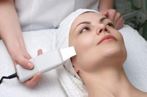 Атравматическая чистка лица как часть базового ухода за кожей